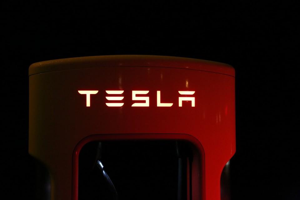 2/10 모닝 브리핑 : Tesla 옆에는 누구입니까?