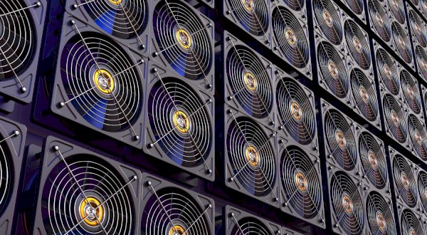 Next Bitcoin Halving Could Squeeze out Retail Miners, But Jury's Split on Price